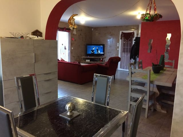 Appartement 136m2 pleine pied - Taponas - Selveierleilighet