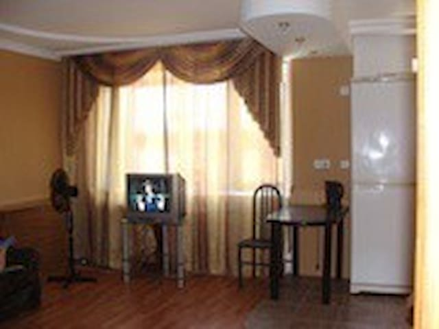 1к.кв.(ЕВРО-СТУДИЯ) посуточно,Wi-Fi - Novokuznetsk - Apartment