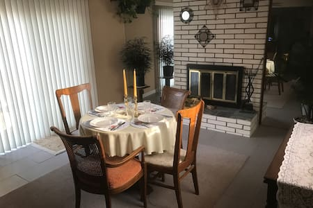Well-kempt house great for families or business - Oak Park - Hus