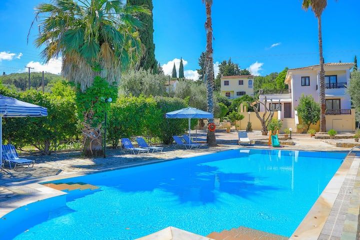 Villa Lianolia: Huge pool, A/C, Wifi, near beach