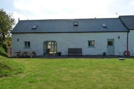 The Barn, spacious 3 bed Cottage for upto 10 - Talbenny - Hus