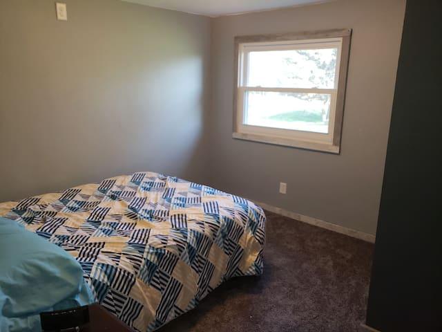 Private room, shared bath #2/ 30 min to Lambeau