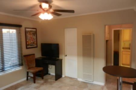 LOCALS STYLE  LIVING 1 BEDROOM!!!! - Hermosa Beach - Apartamento