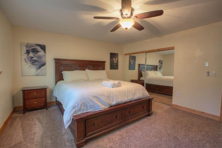 Master Bedroom (California King) with Ensuite Master Bathroom