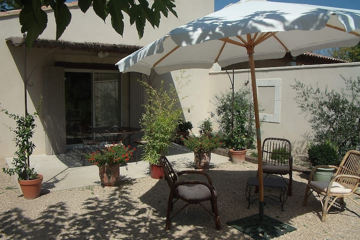 COTTAGE IN THE COUNTRY WITH POOL - Eygalières - Flat