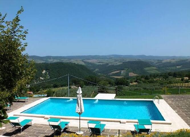 Casale 12 px & piscina & terme - Radicofani - House