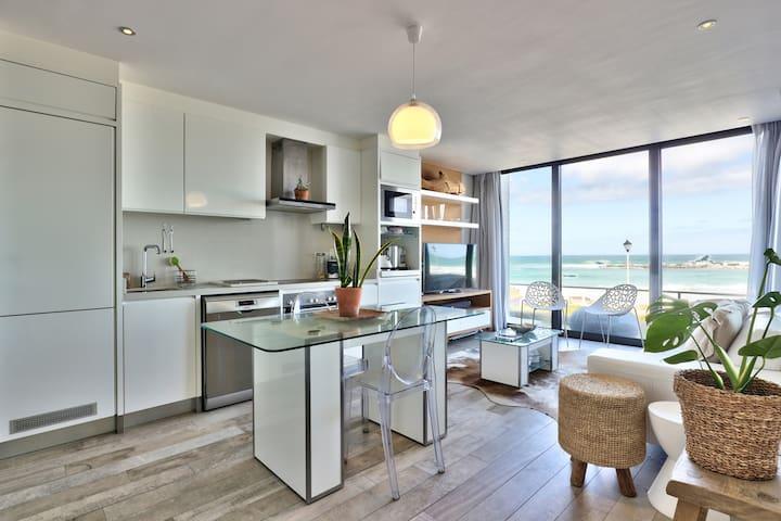 Modern and Airy Blouberg Beachfront Apartment