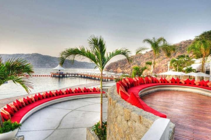 B Privilege Acapulco Pichilingue