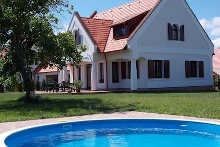 Stimmungsvolles Bauernhaus mit Pool - Nagyvázsony - 独立屋