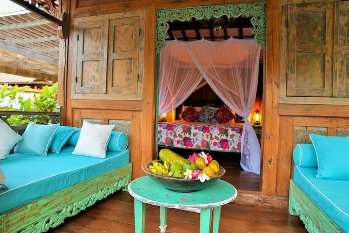 Lata Lama Charming Teak wood house - Singaraja - Hus