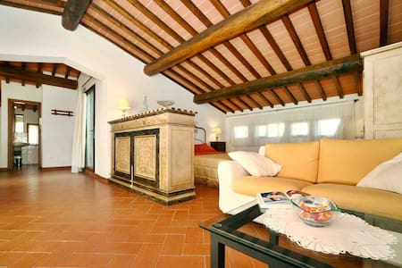 Chianti Penthouse with panoramic View & Pool - San Donato In Poggio