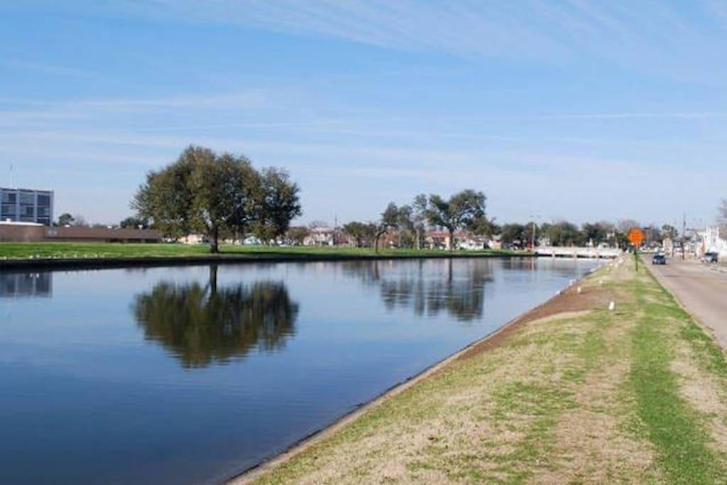 Historic waterway Bayou St. John is two blocks away.
