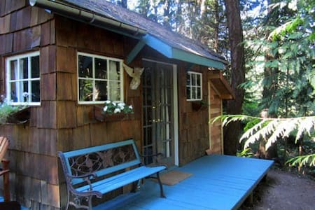 Room type: Entire home/apt Bed type: Real Bed Property type: Cabin Accommodates: 2 Bedrooms: 0 Bathrooms: 0.5