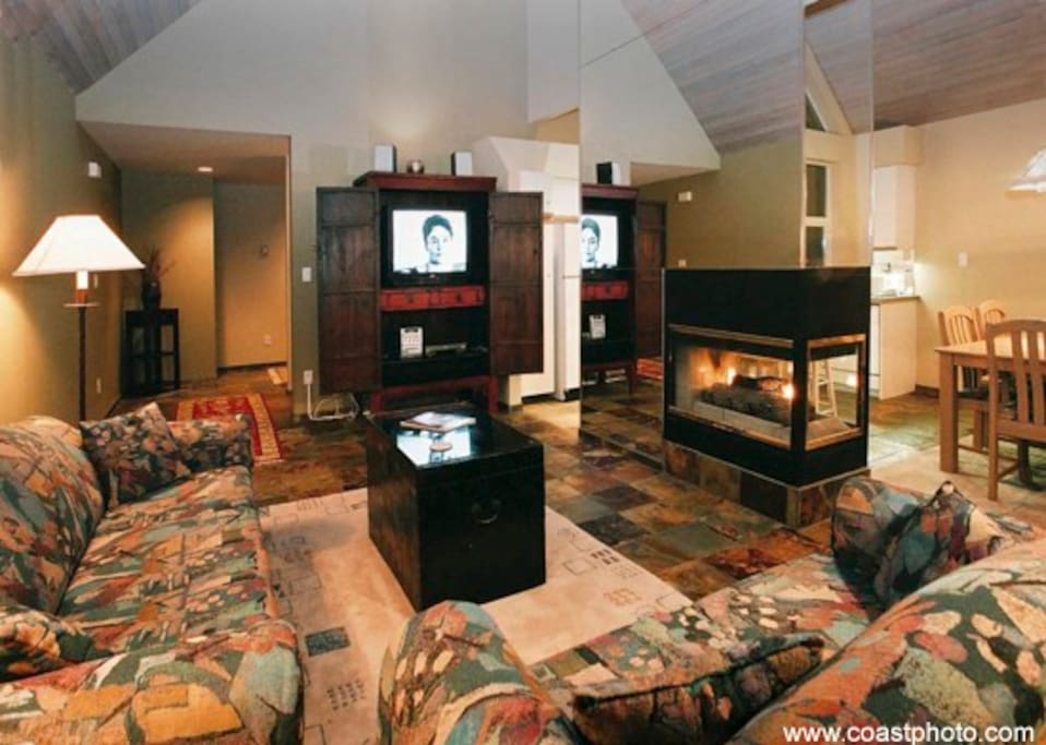 The gas fire place is open on two sides, the living room and the dining room.