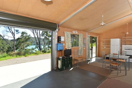 GlamBach Overlooking Harbour - the WOW factor! - Whangaroa