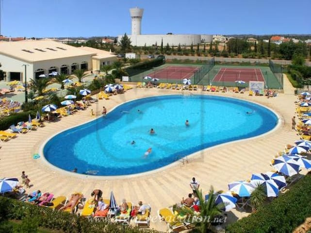 FANTASTIC APARTMENT WITH AIR CON, FREE WI-FI - Alvor - Huis