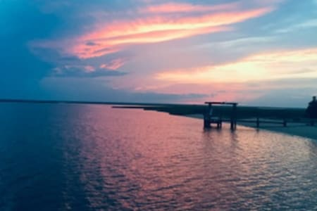 On the Bay. Romantic Getaway/Fishermans  Delight.