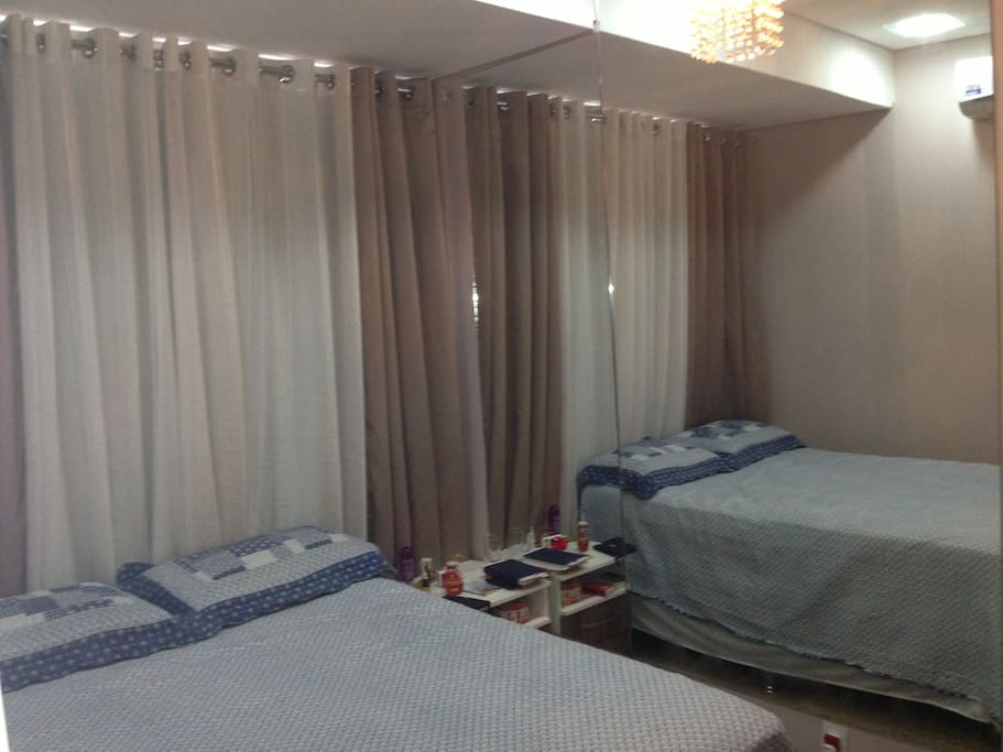 bedroom with double bed, 32 tv with cable, dvd, internet, bedspreads and linens, air conditioning and closets, (dismerizaveis welcoming lights).