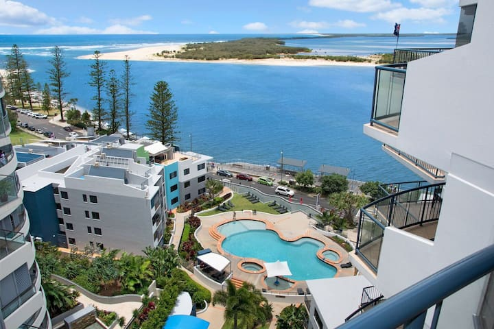 2 Bedrooom Ocean Views & Facilities - Caloundra - Leilighet
