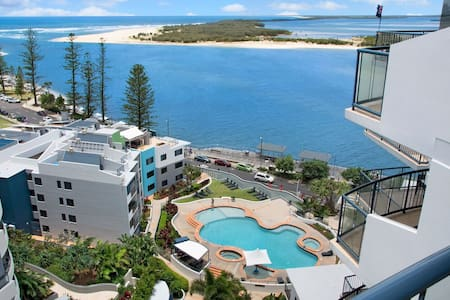 2 Bedrooom Ocean Views & Facilities - Caloundra - Daire
