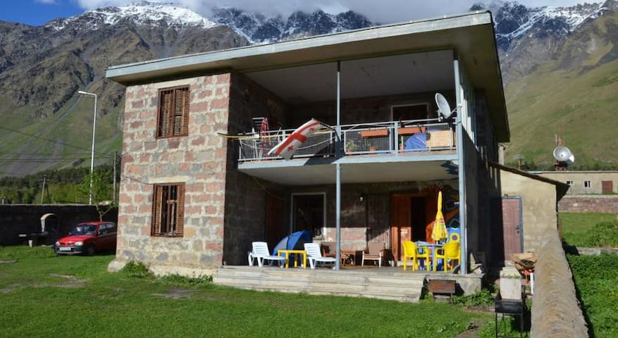 Kazbegi Guest House-LELA - Stepantsminda - Bed & Breakfast