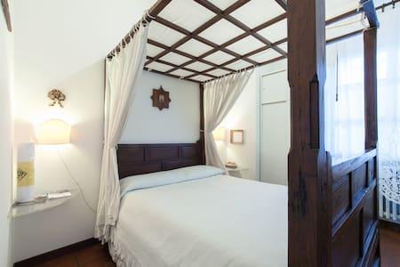 B&B Myricae - Poster bed room - Ravenna - Bed & Breakfast