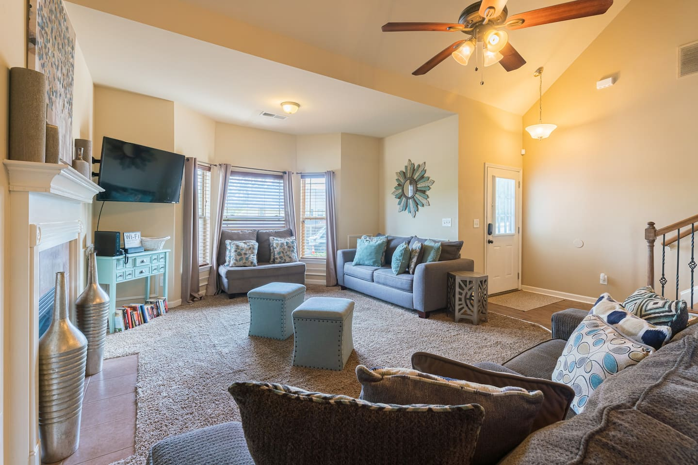 Cozy and comfortable living room. Great for a family gathering for movies or team meetings to cast to the TV for lectures and learning.