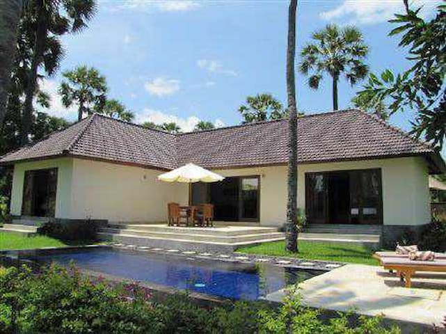 VILLA JEPUN WITH PRIVATE POOL - Kubu - House