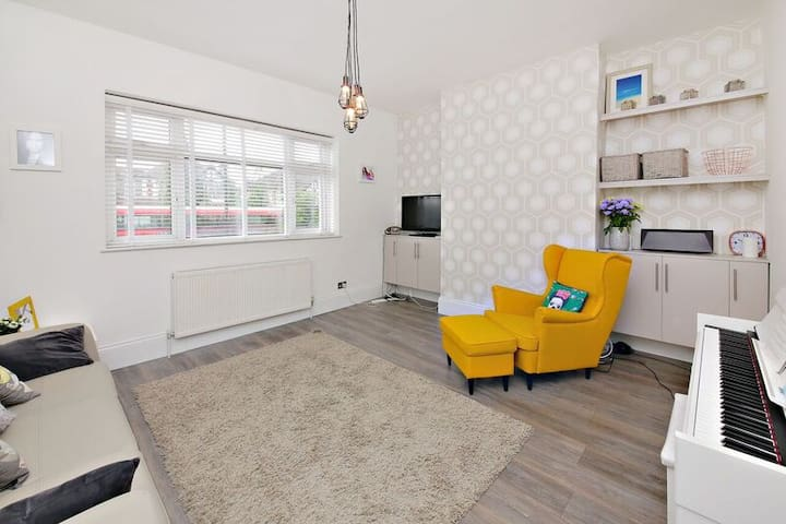 Modern Apartment in sought after London location - London - Apartment