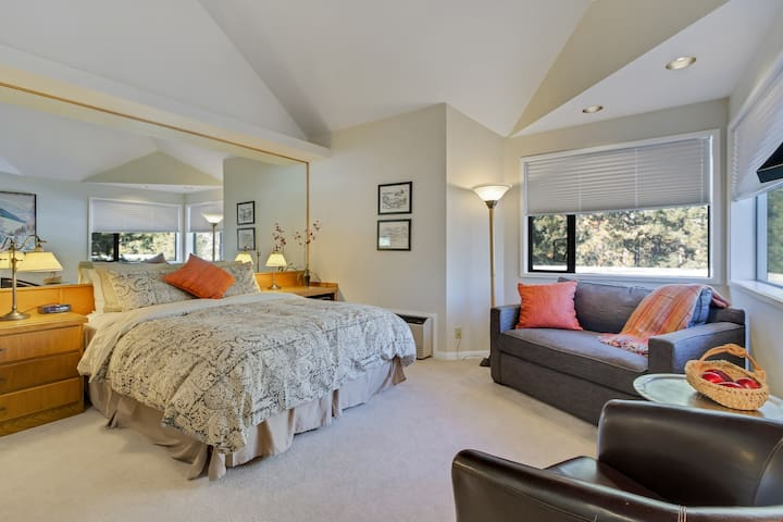 River Ridge 426B - Private, hotel style suite in Bend with access to fitness center.