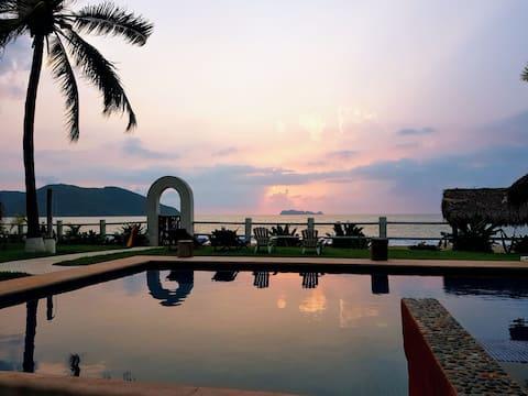 """Luxury Beach Front """"Villa Del Mar"""""""