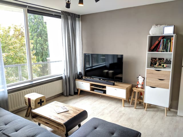 Modern Apartment. 21 mins to Amsterdam