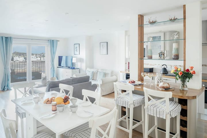 3 Bedroom Sea View Modern Apartment