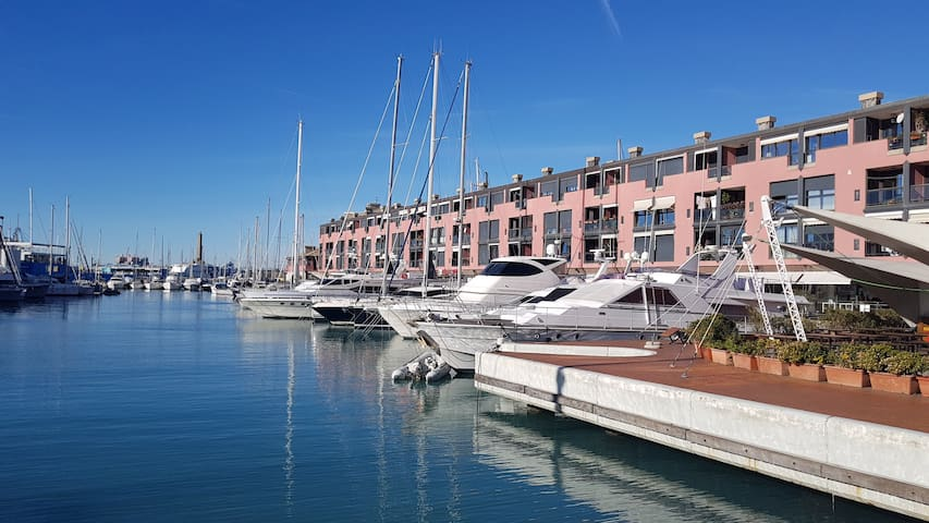 Three-room apartment on water at Genoa Old Port