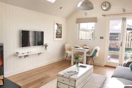 Luxury Coastal Cottage for 2 - Padstow