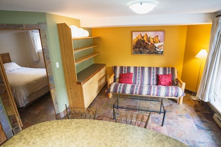 Mountain suite close to downtown Canmore