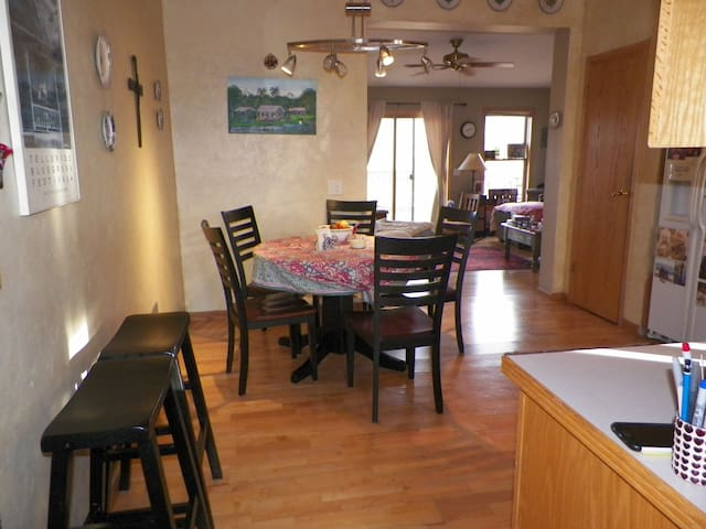 Super comfortable duplex in quiet neighborhood. - Steamboat Springs - Townhouse