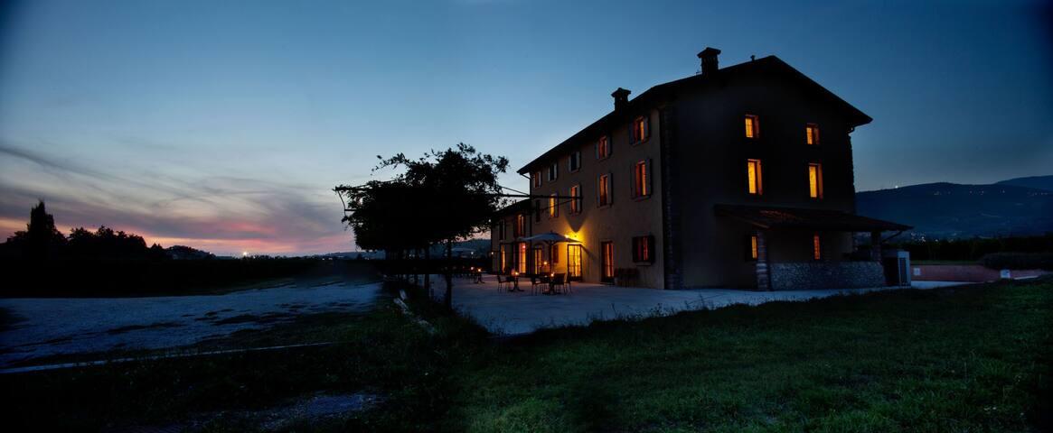 DIMORA DEL BUGIARDO-CAMERA DOPPIA - San Pietro in Cariano - Bed & Breakfast