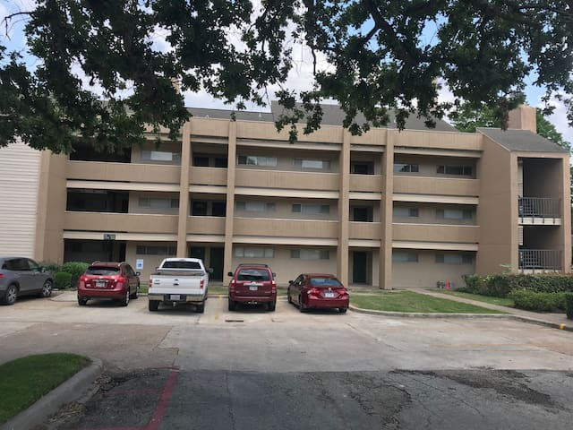 12600 Melville Building A 105