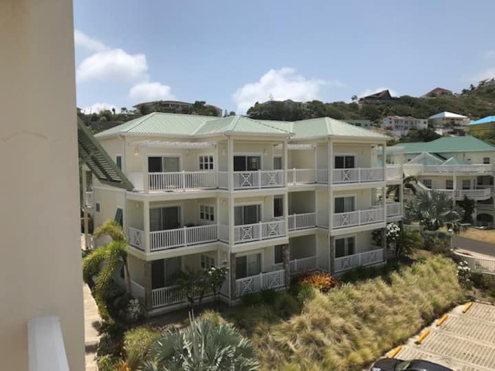 Tropical Silver Reef Condo in a panoramic setting