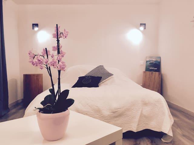 Chambre indépendante et chaleureuse avec jardin