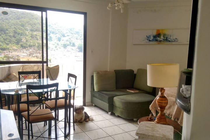 Lindo apartamento a 750m da praia