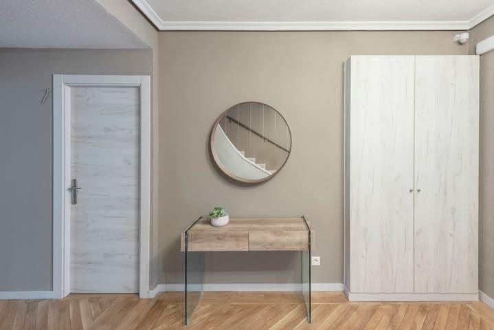 Private room in shared chalet, Alameda Osuna