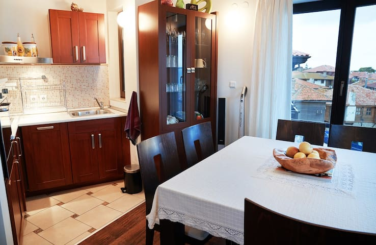 The kitchen is convenient and well equipped for preparing a meal.