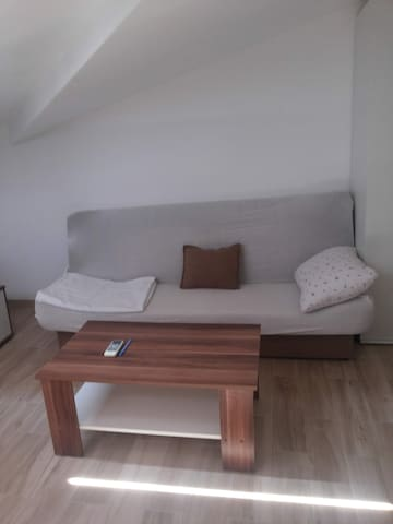 B2 Studio Apt, Fully Furnished, AC, WiFi, 50m/Sea