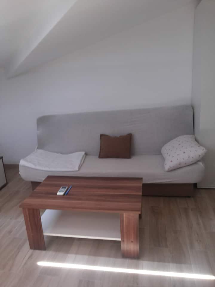 B2 Studio Apt, Fully Furnished, AC, WiFi, 50m/Sea