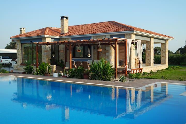 Özel Yüzme Havuzlu İzole Villa