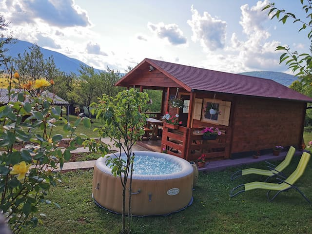Cottage La Sierra with JACUZZI