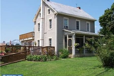 Lapp Farmhouse on 6+ acres sleeps 2-16 w/breakfast