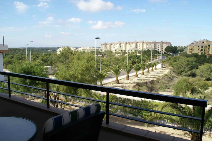 Superb apartment right on beautiful 18-hole golf course on the Costa Blanca